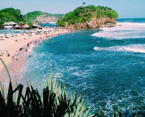 Dibilang Mirip Tanah Lot Ini Pantai Drini Jogja Yang Tak Kalah Cantiknya